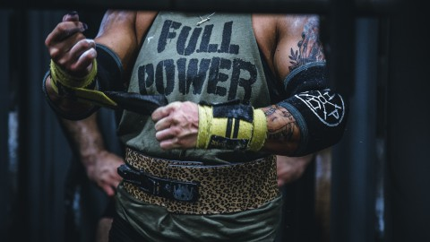 Wat is het verschil tussen bodybuilden en powerliften?