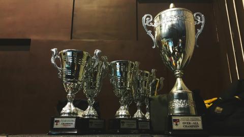 Joost van Beek wint Feico de Leeuw-Award voor muziekinitiatief 'Hoor Ons'